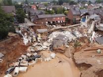 Hochwasserkatastrophe in NRW und Rheinland-Pfalz: Damm der Rur in Ophoven gebrochen