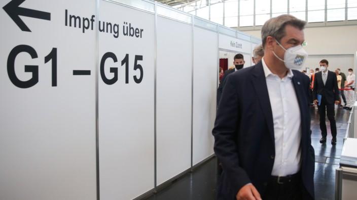 Bayerns Ministerpräsident Markus Söder besucht das Impfzentrum Riem.