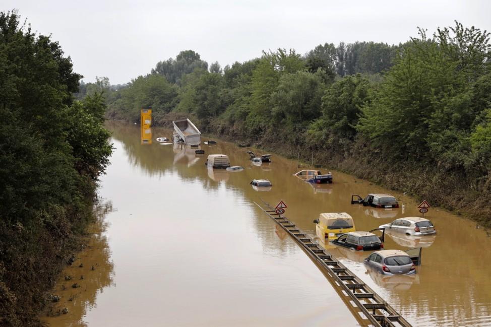 Nach der Hochwasser-Katastrophe im Erftkreis gehen die Aufräumarbeiten weiter. Bei den Bergungsarbeiten der zerstörten A