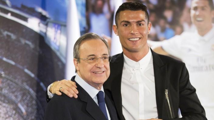 Real Madrid: Florentino Perez und Cristiano Ronaldo bei einer Presskonferenz