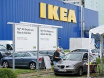 17.07.2021,Berlin,Deutschland,GER,Eröffnung erster Berliner Corona-Impf-Drive-in.Ikea-Parkplatz im Bezirk Lichtenberg, L