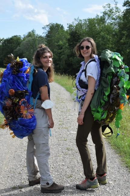 Impact Revolution: Clara Bütow (rechts) und Clara Stoll haben das Projekt Plastic Mountains gegründet.