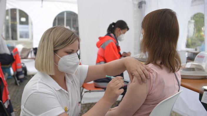 Sonderaktion in München: Mobile Impfangebote gab es am Wochenende an mehreren Orten in der Stadt, unter anderem vor der Katholischen Akademie in der Mandlstraße.
