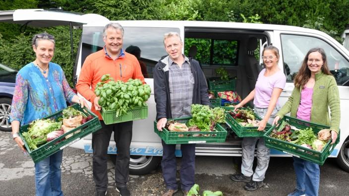 Bio-Lebensmittel: Frisch und solidarisch: Ella von der Haide, Marcel Tonnar, Peter Tilmann, Regina Böck und Petra Bokowski (v.li.) mit ihren Gemüsekisten.