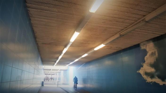 Wolkentunnel Pasing Bahnhof Lampen