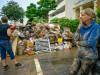 Hochwasser in Deutschland 2021: Menschen zwischen Trümmern in Bad Neuenahr-Ahrweiler