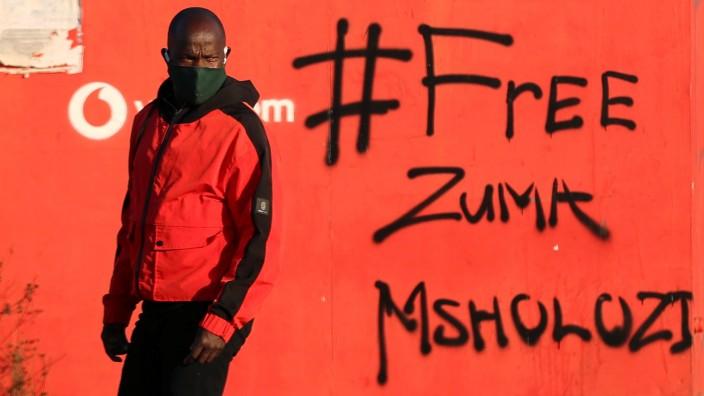 """""""Befreit Zuma"""", steht an der Wand. Ging es bei den Unruhen genau um dieses Ziel?"""