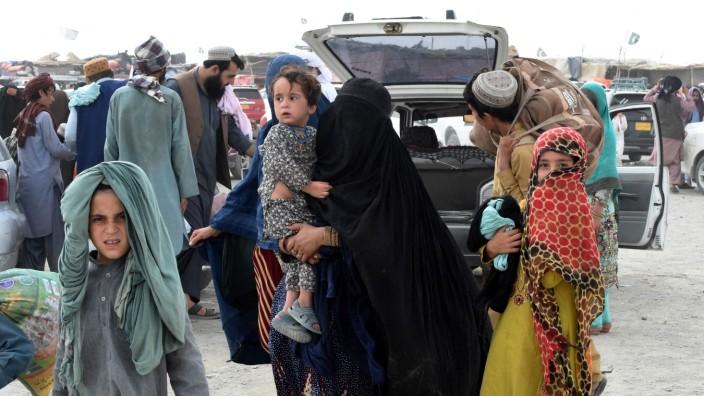 Afghanistan: Eine pakistanische Familie auf dem Weg nach Pakistan.