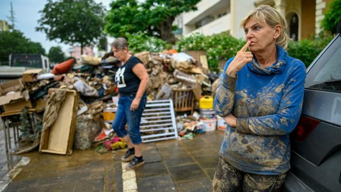 Helfer bei der Hochwasser-Katastrophe in NRW und Rheinland-Pfalz