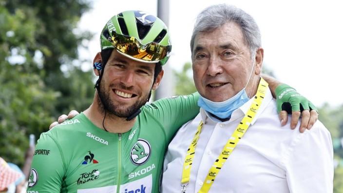 Sport Bilder des Tages LIBOURNE, FRANCE - JULY 16 : CAVENDISH Mark (GBR) of DECEUNINCK - QUICK-STEP & MERCKX Eddy (BEL)