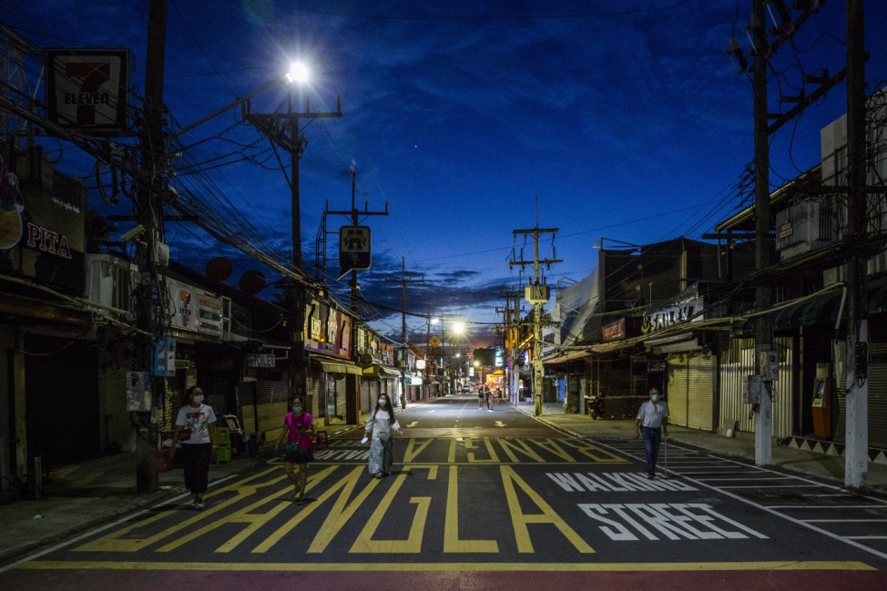Tourists Arrive To Enjoy Quarantine-free Phuket 'Sandbox'
