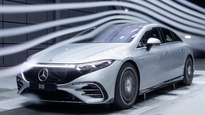 E-Auto Mercedes EQS im Strömungskanal