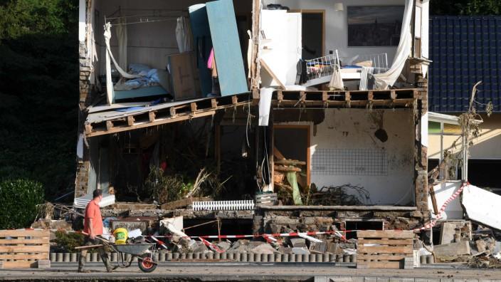 Flutopfer: Menschen, deren Haus, wie hier in Rheinland-Pfalz, durch die Flutkatastrophe zerstört wurde, müssen keine Rundfunkgebühren mehr zahlen.