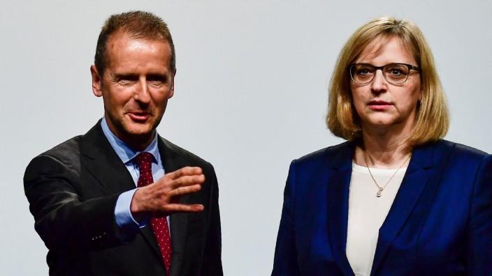 Volkswagen: Volkswagen-Hauptversammlung im Mai 2018: der vorwärtstreibende Vorstandsvorsitzende Herbert Diess und seine mahnende Kollegin Hiltrud Werner.