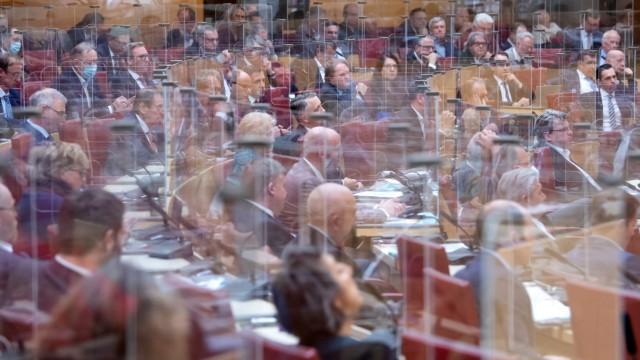 Landtag: Im Plenum müssen die Minister Rede und Antwort stehen - im Pandemiezeiten wurde extra die Corona-Regierungsbefragung eingeführt.