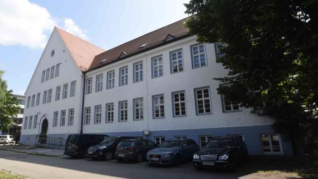 Volkshochschule Dachau: Die alte Thoma-Schule ist ideal für Kurse.