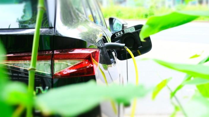 E-Auto: Ein Elektroauto beim Aufladen