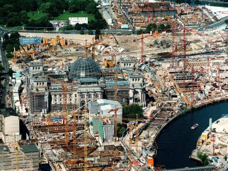 Reichstag und Baustelle des Paul-Löbe-Haus und des Bundeskanzleramts