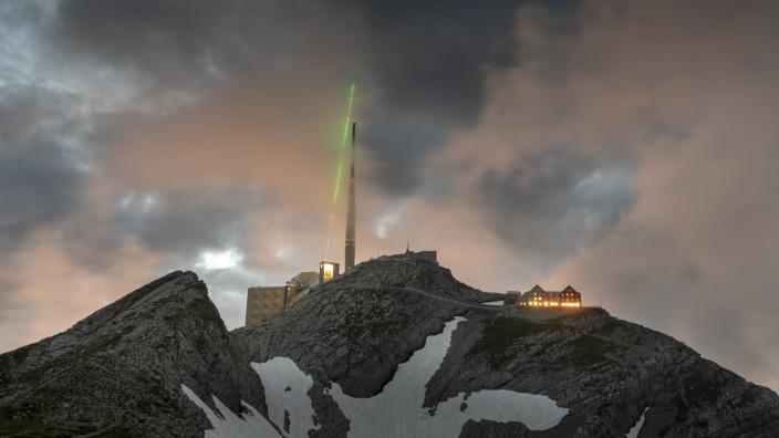 """Schweiz: Blitzableiter """"Blitzkanone"""" auf dem Säntis"""