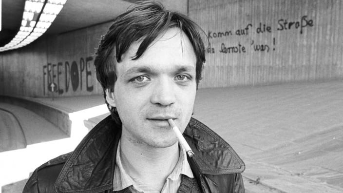 Gesammelte Texte von Wolfgang Welt: Man hat ihn den Stammvater der Popliteratur genannt, aber gelernt hat sie nichts von ihm. 2016 ist Wolfgang Welt (hier etwa 1980) in Bochum gestorben.