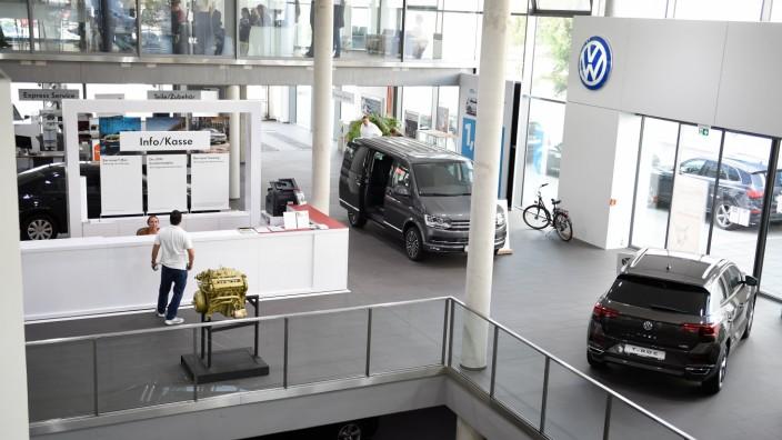 Übersicht Räume des Autohaus Schmitt GmbH 28.08.2018 Frankfurt x1x Übersicht Räume des Autohaus Schmitt GmbH in der Schw