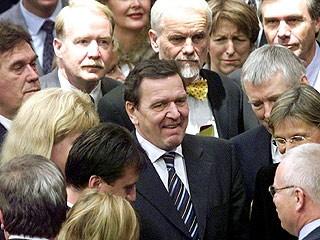 Gerhard Schröder mit Abgeordneten