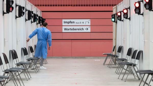 Coronavirus in Deutschland: Impfzentrum in Tübingen