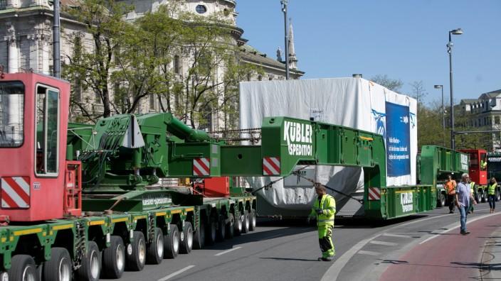 Schwertransport mit neuer Gasturbine für das Heizkraftwerk Süd in München, 2020