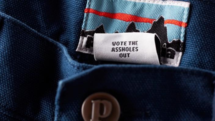 Nachhaltige Mode: Weg mit den Arschlöchern: Die wenig subtile und mittlerweile legendäre Aktion des amerikanischen Outdoor-Herstellers Patagonia vor den Präsidentschaftswahlen.