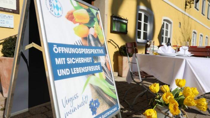 Dehoga-Kampagne 'Tische vor dem Gasthaus'