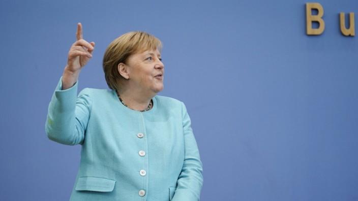 Bundeskanzlerin Dr. Angela Merkel in der Bundespressekonferenz zur Sommer-Pressekonferenz zu Aktuellen Themen der Innen-