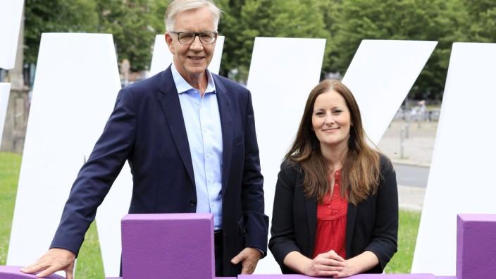 Dietmar Bartsch und Janine Wissler beim Fototermin zur Präsentation der Plakatkampagne der Partei Die Linke zur Bundest