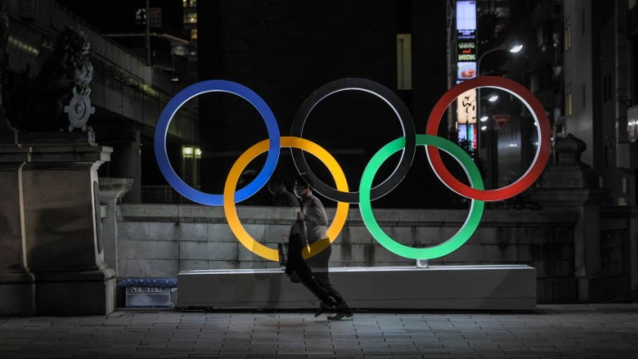 July 21, 2021, Tokyo, Japan: View of the Olympic Rings installation at the Nihonbashi bridge in Tokyo.. Despite the con