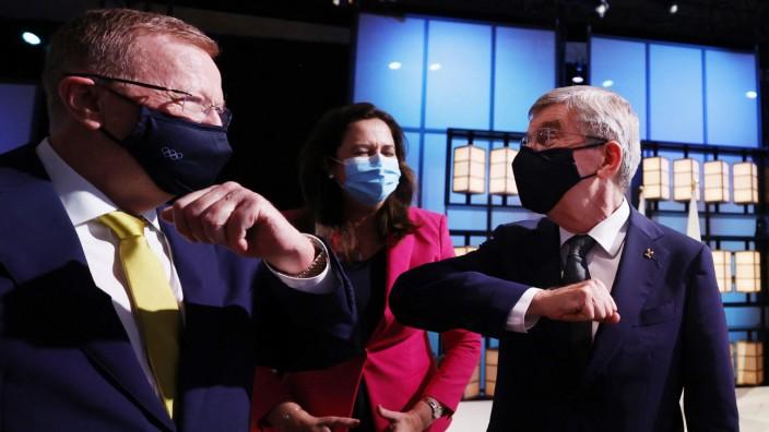 Sommerspiele 2032: Alte Buddys in der olympischen Welt: der deutsche IOC-Präsident Thomas Bach (rechts) und der Australier John Coates, dazwischen Annastacia Palaszczuk, die Premierministerin von Queensland.