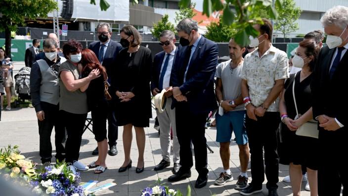 München heute: Mit trauernden Angehörigen versammeln sich Politiker wie Ilse Aigner, Markus Söder oder Dieter Reiter.