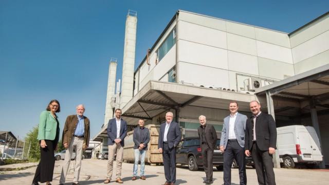 Gewerbegebiet: Hier im Bild das Planerteam mit (von links) Susy Baasel, Carl Baasel, Patrick Janik, Stephan Weinl, Rainer Scherbaum, Klaus Kehrbaum, Rudolf und Robert Houdek.