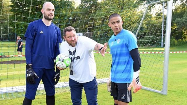 Sport in Fürstenfeldbruck: SCO-Coach Martin Buch (Mitte) mit den Keepern Max Knobling und David Langen (rechts).