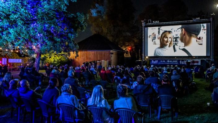 Stars, Konzerte, Poetry Slam: Bis zu 500 Kinofans dürfen zu Open-Air und Fünfseen-Filmfestival ins Strandbad.