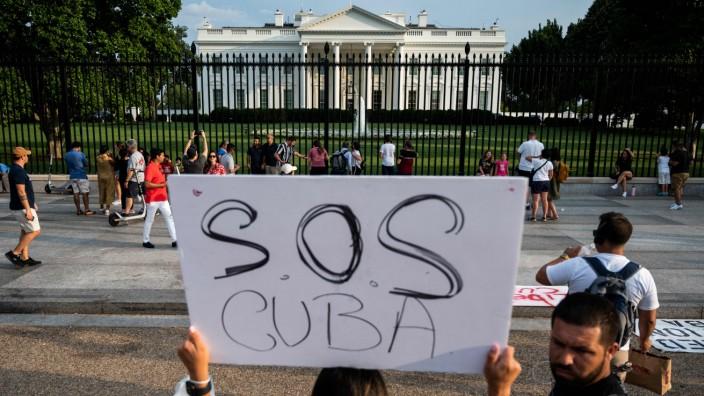 Demonstrationen: Vor dem Weißen Haus in Washington haben am Sonntag Menschen ihre Unterstützung der Freiheitsbewegung auf Kuba demonstriert.