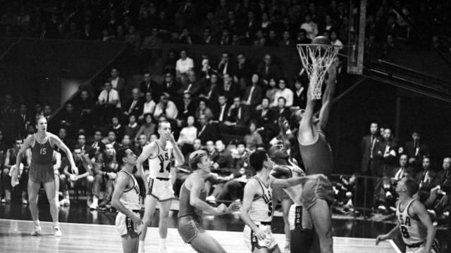 OLYMPICS OLYMPIC GAMES THE XVIII 18TH OLYMPIAD IN TOKYO JAPAN BASKETBALL OLYMPICS USSR V US RU