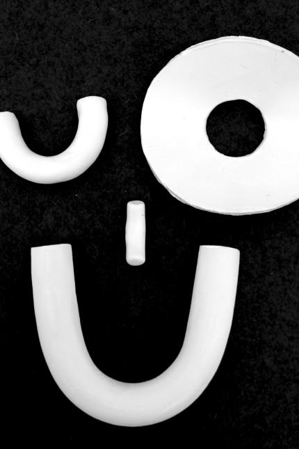 Thema der Woche: Zwinkert der etwa? Wir merken schnell und intuitiv, ob ein Lachen echt oder künstlich ist. Fotoillustration: Ronja Fischer
