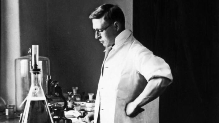 Medizin: Insulin-Entdecker Frederick Banting in einem Labor in der Universität Toronto.