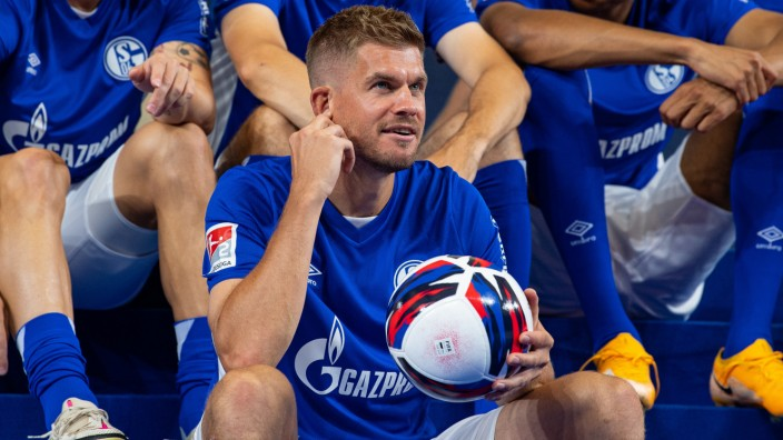 FC Schalke 04: Stürmer Simon Terodde beim Medientag