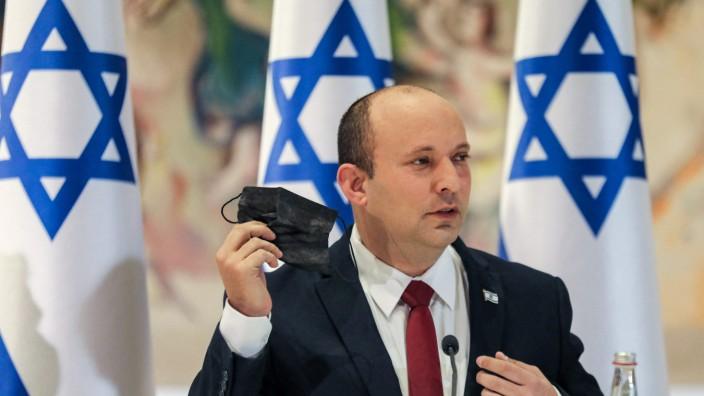 Naftali Bennett regiert seit sechs Wochen mit einer Stimme Mehrheit in der Knesset, bislang ohne tiefe Risse in der kuriosen Koalition aus acht Parteien.