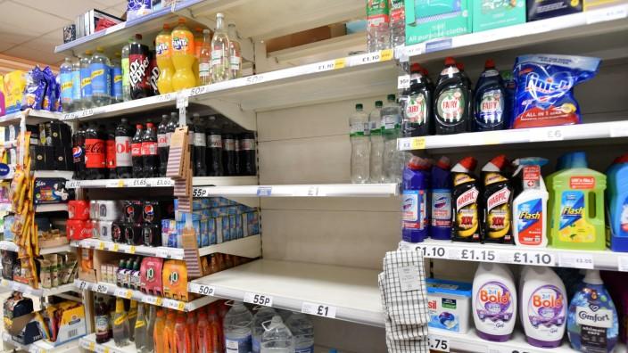 Großbritannien: Viel Platz, wenig Ware: ein Supermarkt in London am Donnerstag.