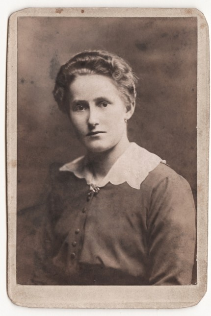 Geschichte in Dachau: Maria Sandmayr wurde 1920 brutal ermordet - offensichtlichaus politischen Motiven.Sie wurde nur 19 Jahre alt.