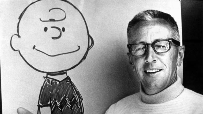 Comiczeichner Charles M. Schulz mit Figur Charlie Brown