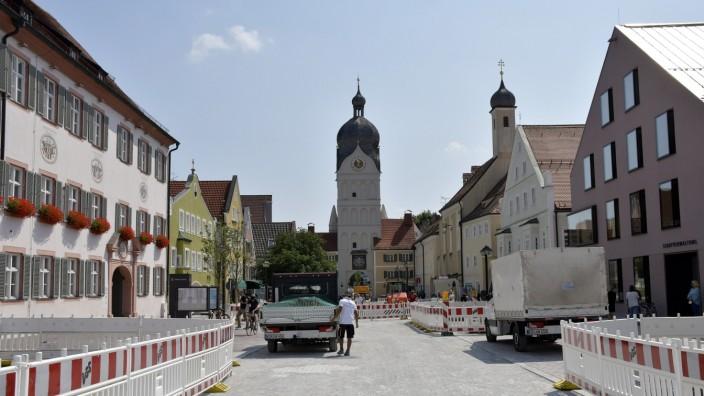 Stadt Erding: Der Schöne Turm, auch Landshuter Tor genannt, der letzte noch erhaltene Torturm der Altstadt von Erding, wird noch ein wenig länger als sowieso schon geplant gesperrt bleiben.