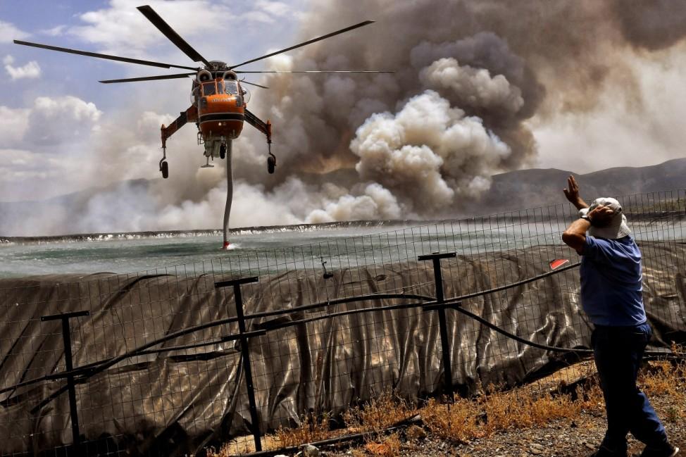 Wildfire burns at Corinth region