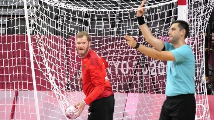 Niederlage der deutschen Handballer: Ein verzweifelter Blick: Johannes Bitter scheint den Pfiff des Schiedsrichters nicht zu verstehen.